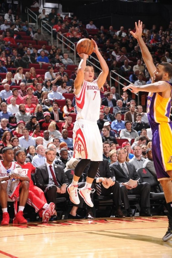 nba-feet-jeremy-lin-adidas-debut-03-570x855